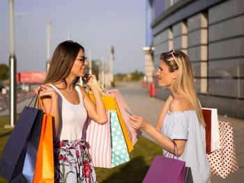 Freundinnen Shopping-Wochenende in Berlin